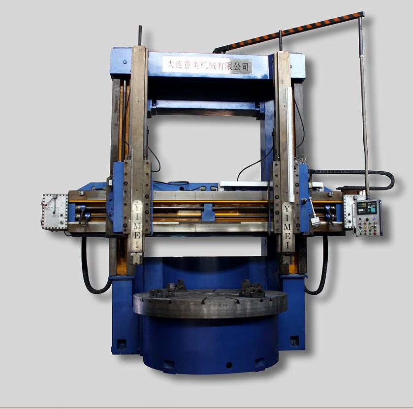 模块化设计,通用产品,成熟、稳定、可靠。  优质铸件(HT300)经热时效处理。  横梁导轨面经超音频淬火处理,横梁导轨采用滚滑复合型式,立刀架滑枕采用球墨铸铁材料,滑动面采用贴塑处理,经久耐用。  手动润滑泵实现各润滑部位注油润滑。  高品质名优电气件及日本欧姆龙PLC控制,具有高可靠性。  导轨分动静压和纯静压两种,动压承重10吨,纯静压承重可达到16-20吨。  独立液压站,调整、维修、保养方便。  标配光栅数显装置。  执行JB/T4116-96立式车床精度检验标准。 JB/36